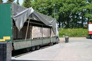 Упаковка паркета при перевозке в полуприцепе