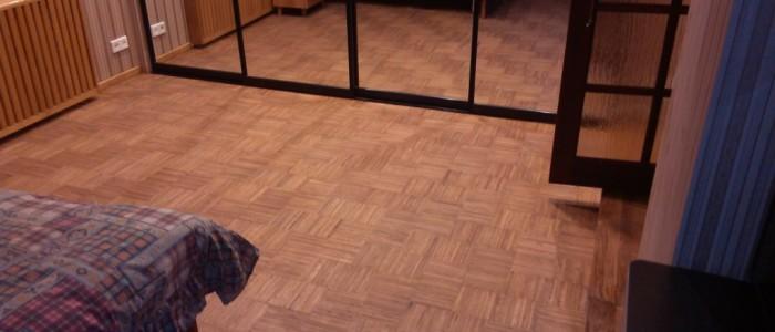 Паркетный пол с подогревом в спальне
