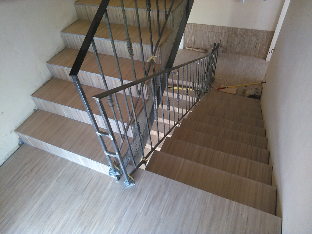Как облицевать лестницу индустриальным паркетом